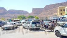بسبب الازدحام المروري.. بوابة وادي حضرموت الغربية.. تفقد جمالها!