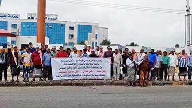 وقفة احتجاجية لمنتسبي الأمن بعدن لتمكينهم من أراضيهم