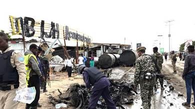 موقع هجوم انتحاري استهدف موكب قائد القوات المسلحة الصومالية، يوسف أدوى راغي، بالقرب من مقر عسكري عاصمة الصومال مقديشو.