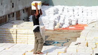 """برنامج الأغذیة العالمي يرد على """"ادعاءات"""" الحوثيين"""