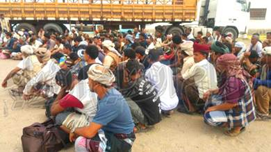 ضبط حافلات تحمل ضباطا وجنودا إلى عدن