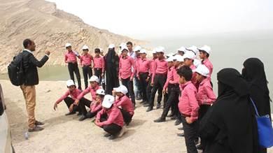 أطفال مجندون في رحلة ترفيهية لمواقع تاريخية بمأرب