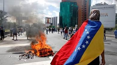 """""""اتصالات"""" ومفاوضات لتسوية الأزمة الفنزويلية"""