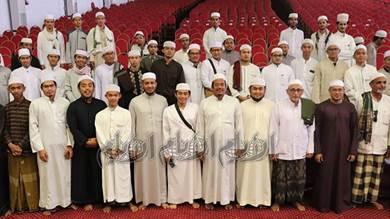 كلية الوسطية الشرعية بسيئون ترحب بالطلاب الوافدين من إندونيسيا