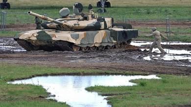"""مصر.. دبابات """"تي 90 إم إس"""" الروسية بدل""""أبرامز"""" الأمريكية"""