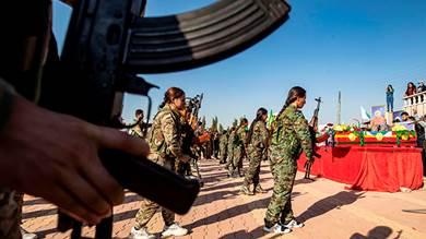 أكراد سوريا يدفنون قتلاهم وسط نقمة على «خيانة» الولايات المتحدة