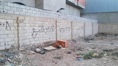 مواطن بعدن يناشد بوقف الاعتداء على أرضيته