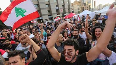 مصدر: الحريري مستعد لتولي رئاسة وزراء لبنان من جديد لكن بشروط