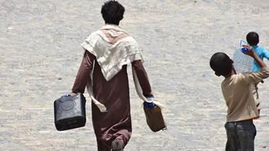 سكان صنعاء يشكون من ارتفاع أسعار المياه