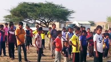 «طلاب الشجرة».. حلم العودة إلى مدارس دمرها الحوثيون