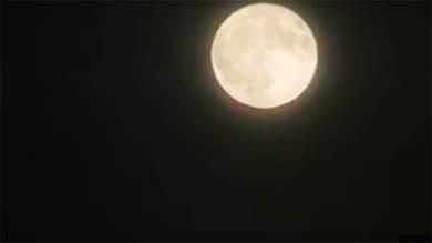 """""""قمر القندس"""" يزين سماء الأرض"""