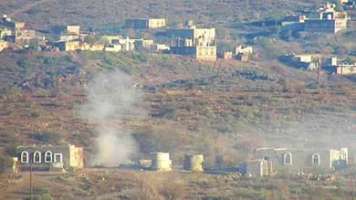 الحوثيون يقصفون بالكاتيوشا قرى غرب قعطبة