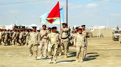 منتسبو لواء الدفاع الساحلي بعدن يطالبون بمرتباتهم
