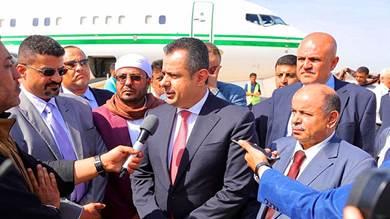 تفاصيل اللحظات الاخيرة قبل عودة رئيس الوزراء إلى عدن