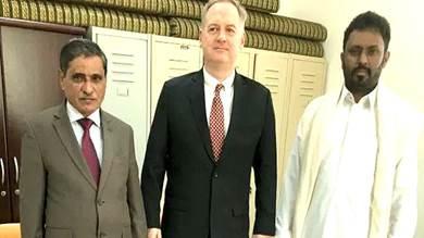 السفير الأمريكي يشيد بالتجربة الحضرمية في حفظ الأمن والتنمية