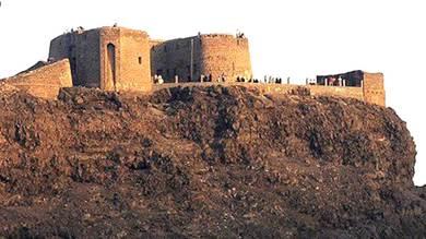 هيئة الآثار تصدر بلاغاً بشأن اعتداء مواطنين على قلعة صيرة