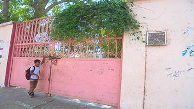 أعمال بناء مستحدثة في متنفس مدرسة بنات بالحوطة