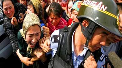 """بكين تهدد واشنطن """"ستدفع ثمن"""" اعتماد مشروع قانون بشأن المسلمين الأويغور"""