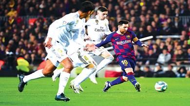 بطولة اسبانيا: تعادل سلبي بين برشلونة وريال مدريد