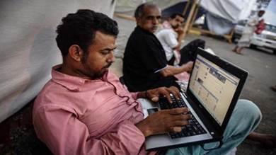 انقطاع الإنترنت في اليمن: شلل بالمصارف والأعمال