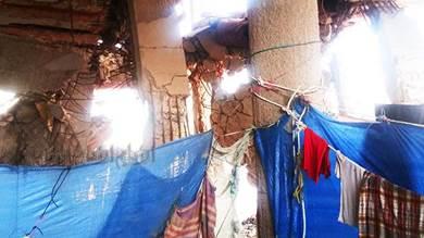 موتى فوق الأرض.. أسر أُجبرت على ترك مناطقها لتتخذ من الركام في عدن مأوى لها