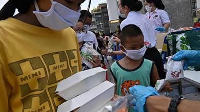 فقراء بانكوك يعتمدون على المساعدات الغذائية للصمود بعد أزمة كورونا