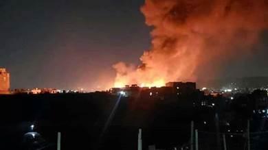 بسبب السوق السوداء.. حريق هائل يلتهم منازل بصنعاء
