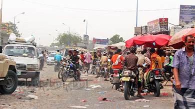 «سوق العند».. ازدحام وعشوائية والجهات المعنية تتبادل التهم
