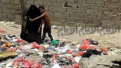 منطقة «الحفيرة» بعدن عنوان لتكدس القمامة وطفح المجاري