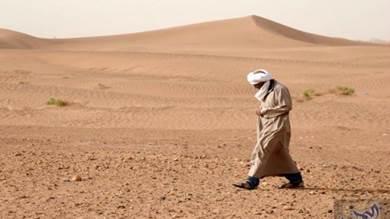 بسبب الحرب في مأرب والجوف.. مسافرون يتنقلون عبر «الصحراء»