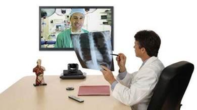 أطباء بالمهجر حولوا مواقع التواصل إلى وسائل للاستشارات الطبية