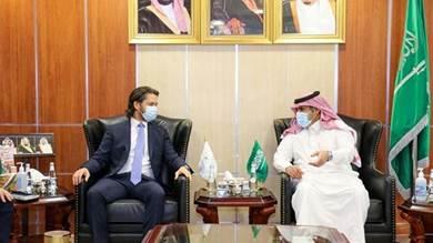 السفير السعودي ونائب السفير البريطاني لدى اليمن في لقاء لتباحث الأزمة اليمنية