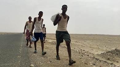 الوصول إلى الخليج.. حلم مهاجرين أفارقة يتبخر في صحراء اليمن