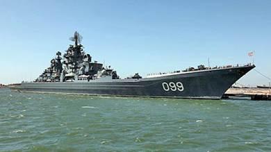 على الرغم من أن روسيا أشارت إلى أن سفينة حربية تعمل بالطاقة النووية ستتمركز في القاعدة الجديدة ، فإن السفن Pytor Velikiy (في الصورة هنا) والأدميرال ناخيموف تخضعان للإصلاح