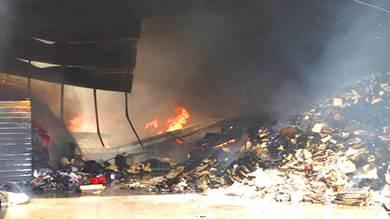 حريق هائل يلتهم مستودعات تجارية بالمنصورة