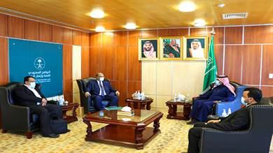 الوزير باذيب يبحث مع السفير آل جابر الأولويات التنموية للمشاريع الطارئة