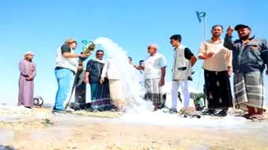 افتتاح بئري مياه في حقل الدكداك بمديرية الشحر