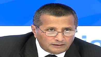 """السفير اليمني في موسكو يتلقى اللقاح الروسي """"سبوتنيك V"""""""