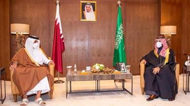 ولي العهد السعودي وأمير قطر في لقاء سابق على هامش قمة العلا (واس)