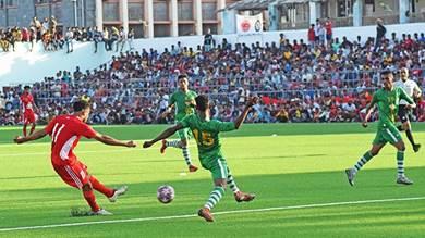 الدوري اليمني، لقطة من مباراة الوحدة والتلال في افتتاحية ملعب الحبيشي بعدن