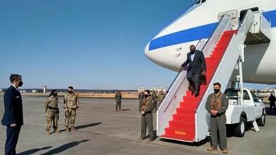 وزير الدفاع الأميركي لويد أوستن لدى وصوله إلى طوكيو