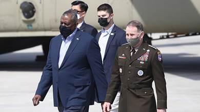 وزيرا الخارجية والدفاع الأميركيان انتوني بلينكن ولويد أوستن خلال وصولهما سيول