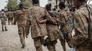 جنود إثيوبيون أسرتهم جبهة تحرير تيغراي
