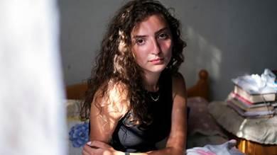 تاتيانا حصروتي التي قتل والدها في انفجار مرفأ بيروت