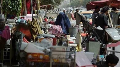أفغان يقايضون الغذاء والحرية بمقتنياتهم