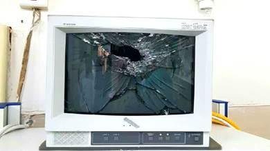 مواطن يستخدم العنف في مستشفى مصافي عدن والأمن يقبض عليه