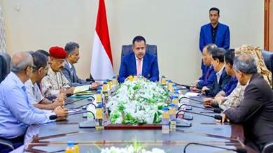 رئيس مجلس الوزراء خلال اجتماعه باللجنة الأمنية بعدن