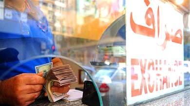 شبوة.. نقابة الصرافين توقف البيع والشراء بعد زيادة انهيار العملة