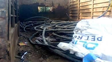 ضبط مستودع خردة لتخزين أسلاك الكهرباء المسروقة بلحج