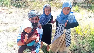 أسرة بيافع سرار تناشد الخيرين إنقاذ أطفالها من المرض والجوع